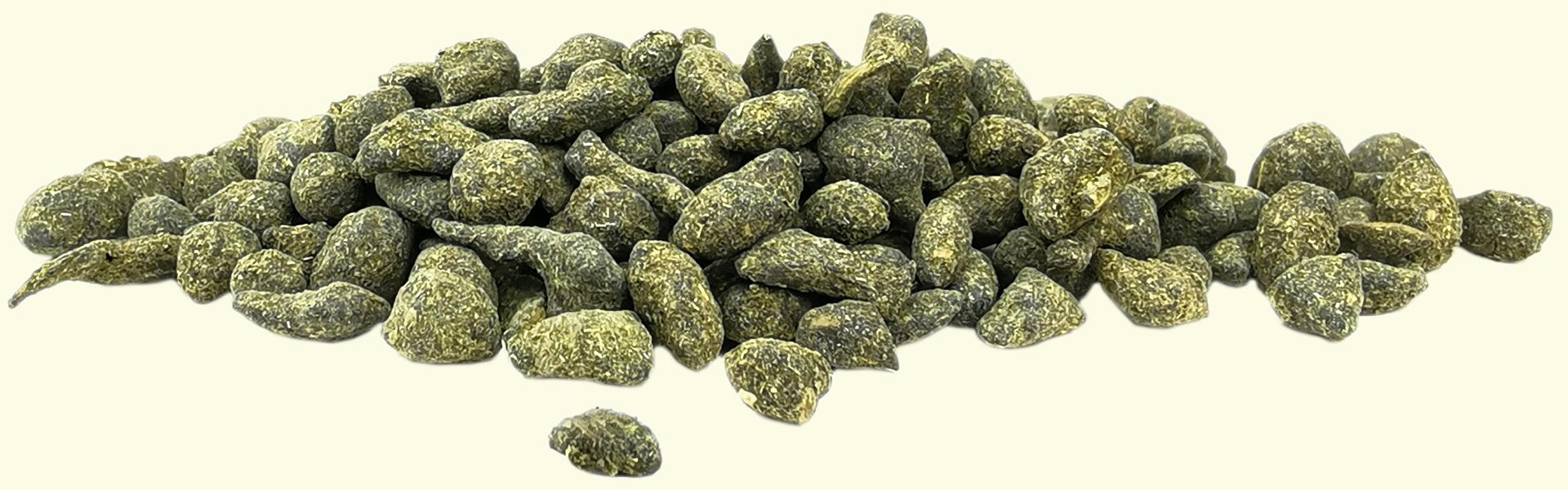 Le thé Oolong au Ginseng Blanc en feuilles roulées : une combinaison réussie des bienfaits du Ginseng avec ceux du thé Oolong.