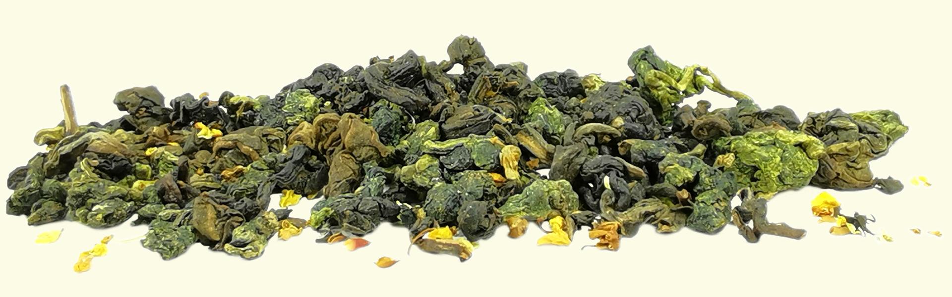 Thé Oolong #12 fleur d'Osmanthus : un assemblage entre le thé Oolong #12 Jinxuan en feuilles roulées, avec des fleurs d'Osmanthus.