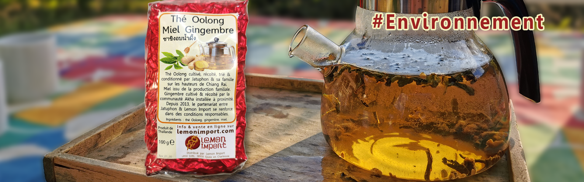 Un thé Oolong chaleureux, long en bouche & délicatement épicé présenté dans un emballage réduit au nécessaire.
