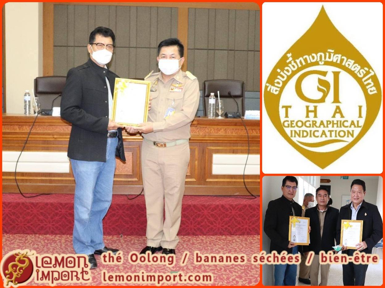 """30/01/2021 K. Jatuphon, notre producteur de thé Oolong reçoit la certification """"Thai Geographical Indication""""."""